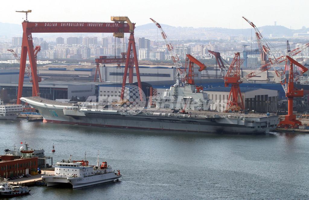 中国初の空母「ワリャーグ」を海軍に引き渡し、大連で式典