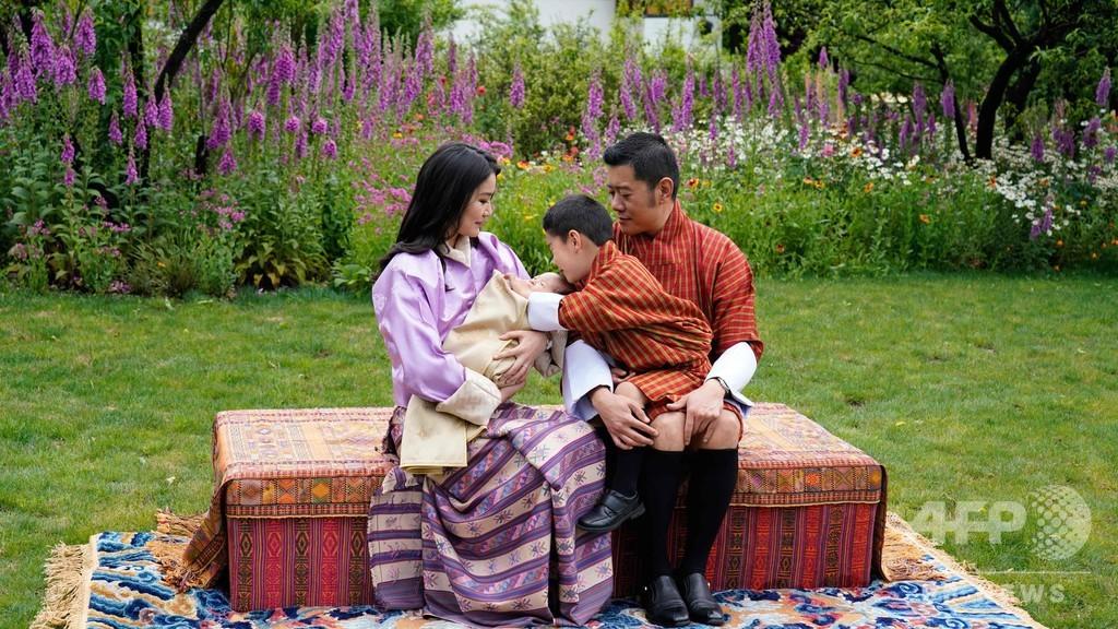 ブータン国王夫妻、第2子をお披露目 3月に誕生