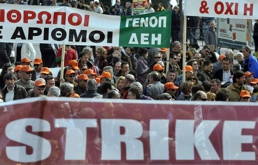 ギリシャでゼネスト、数万人がデモ行進