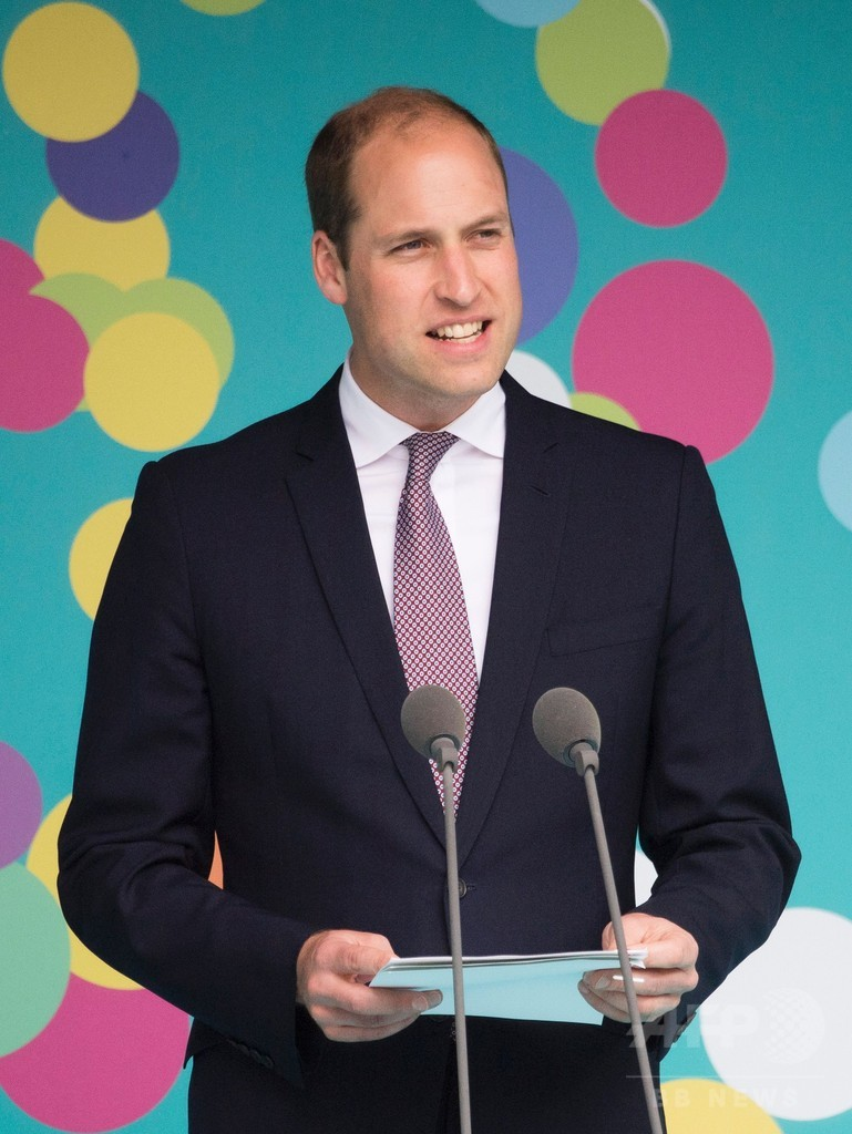 ウィリアム英王子、ゲイ雑誌の表紙に いじめ被害者にメッセージ