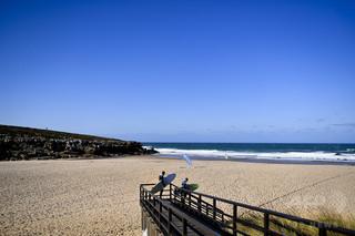 豪カップルが自撮り試み転落死、ポルトガルの人気ビーチで