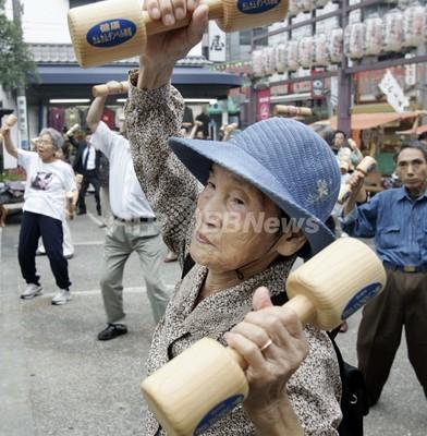 日本の高齢者、100歳以上が4万人突破