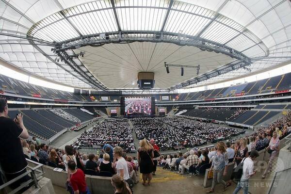 7500人超! 世界最多人数のオーケストラが演奏 独