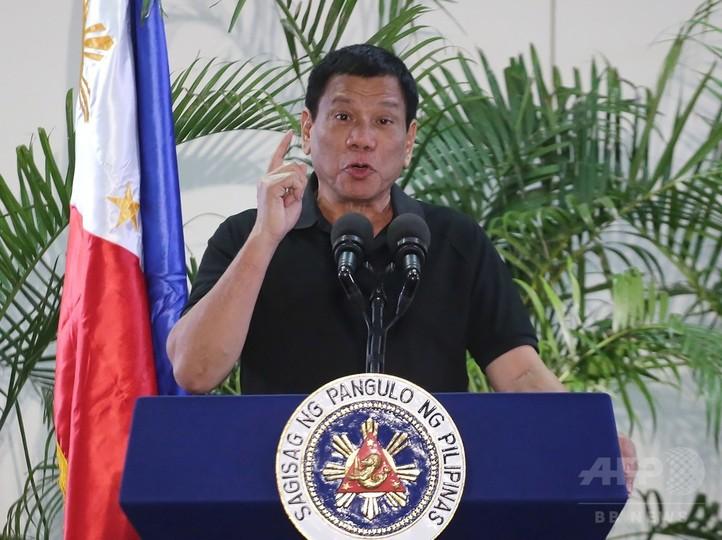 フィリピン大統領、自身をヒトラーになぞらえ「喜んで虐殺する」