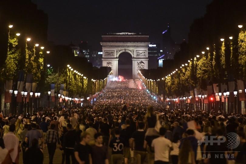 W杯決勝と革命記念日が重なる週末、仏全土で11万人規模の警備態勢へ