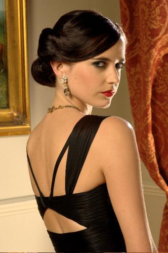 「007」の貴重な衣装がズラリ!ヴァルカナイズ・ロンドン青山店で特別展