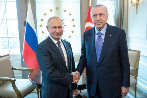 プーチン氏、トルコ大統領をロシアに招待 シリアでの軍事作戦続く中
