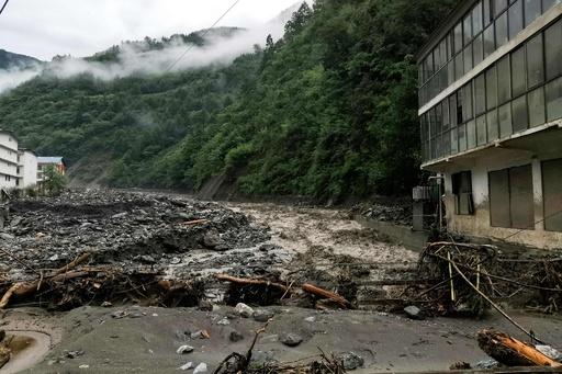中国四川省で土石流が相次ぐ、9人死亡 10万人避難