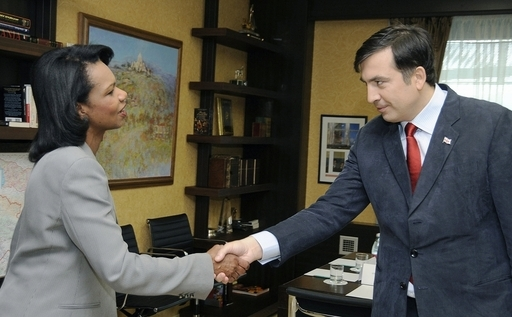 ライス米国務長官、グルジアに到着