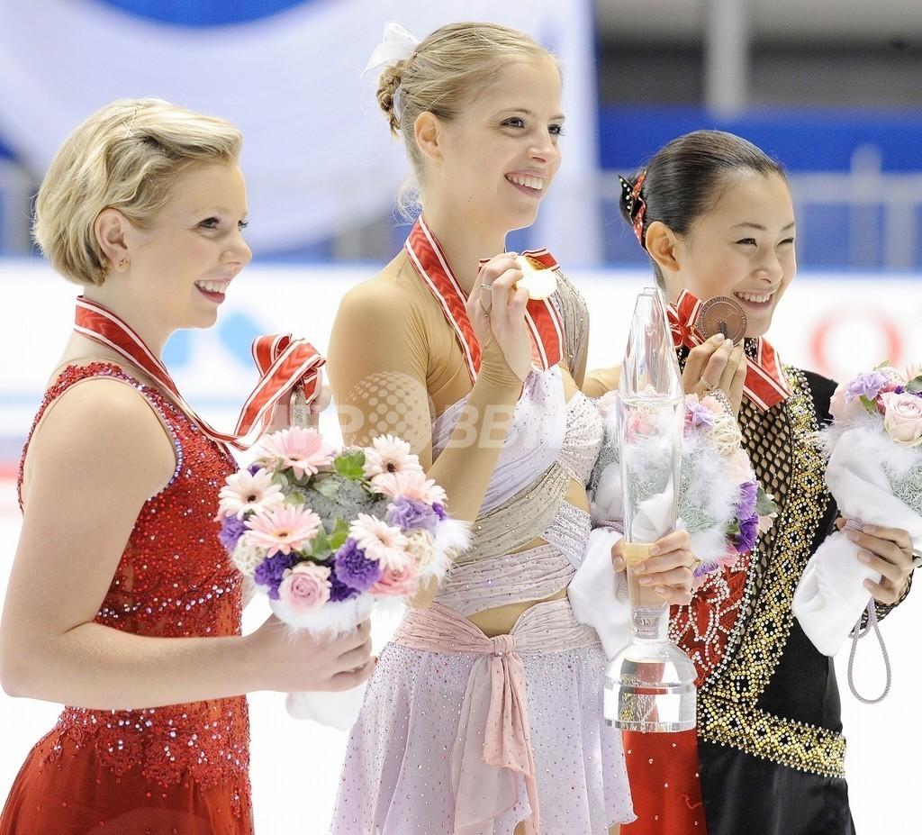 女子シングル、コストナー優勝 村上3位 浅田は8位、フィギュアNHK杯