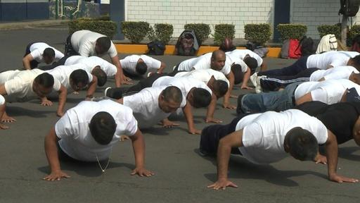 動画:メキシコ市が警察官の肥満対策、月5800円支給の減量計画に1000人参加