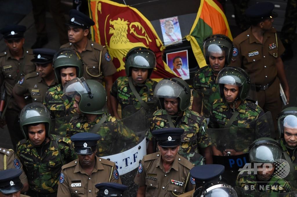 首相解任のスリランカ、発砲で3人死傷 「憲政の危機」に拍車