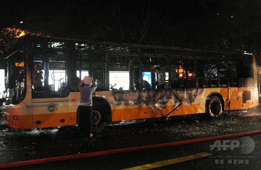 中国で男がバス放火、「賭博で負けた腹いせで」