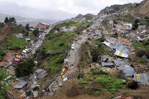 ボリビア、豪雨で地滑り 400棟倒壊