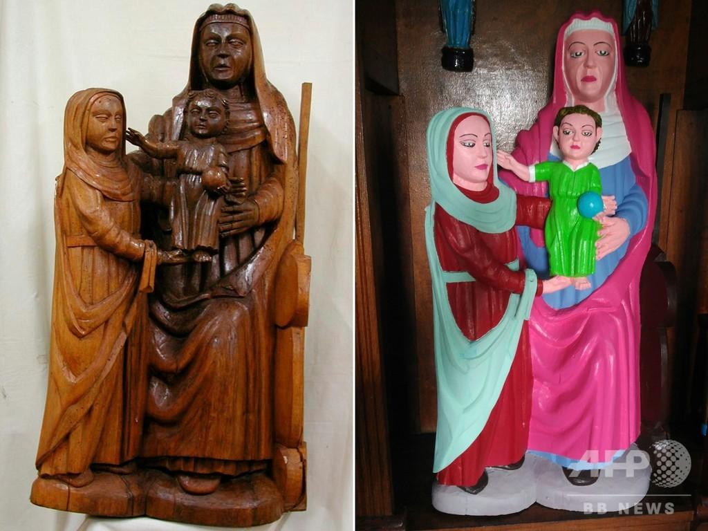 15世紀の聖母子像、素人が修復し派手なピンクや空色に スペイン