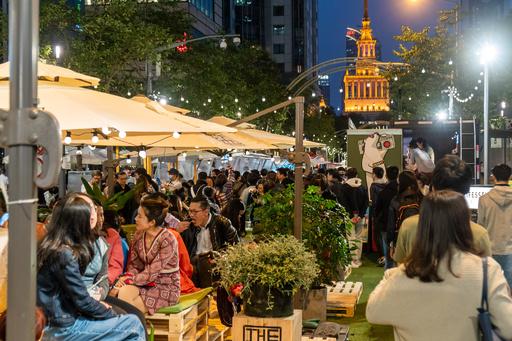 中国政府が市民に奨励する「夜遊び方改革」 経済成長のカギになるか?
