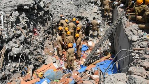 動画:インドで建物崩壊、17人死亡 3日後に3人救出