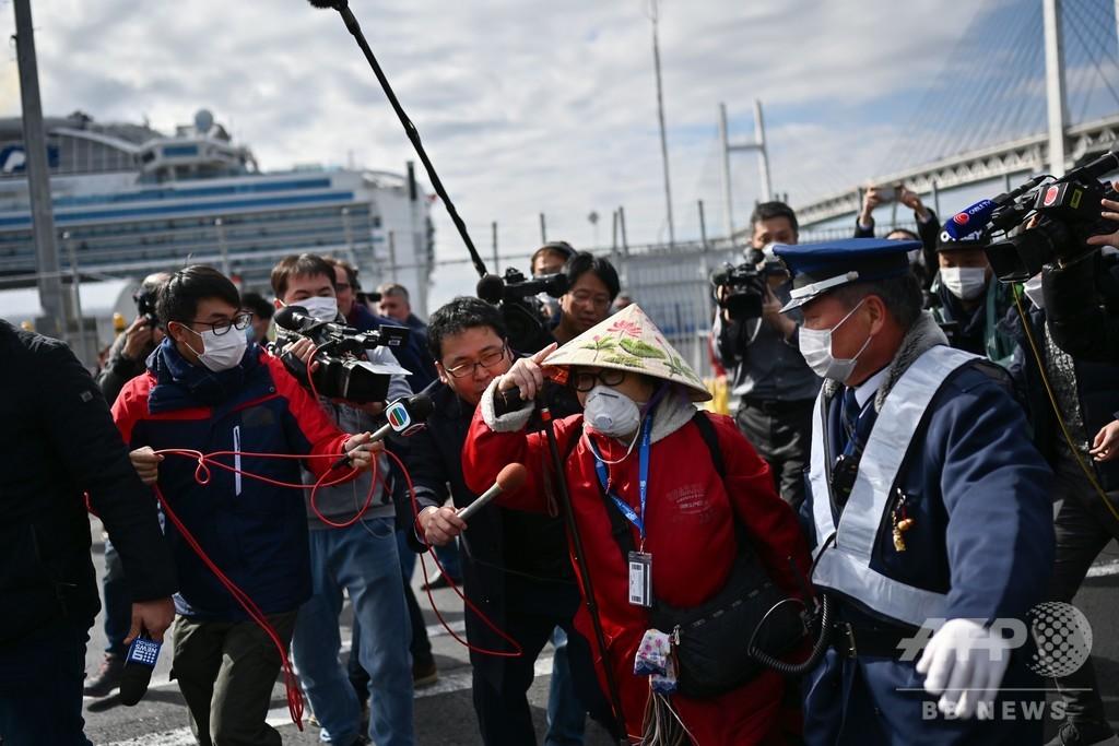クルーズ船、乗客の下船始まるも新たに79人の感染判明