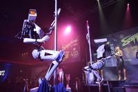 CESを裏から盛り上げ?ロボットがポールダンス披露 米ラスベガス