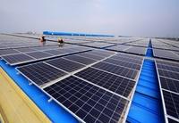 企業の屋根は「空の」発電所 中国・江蘇省