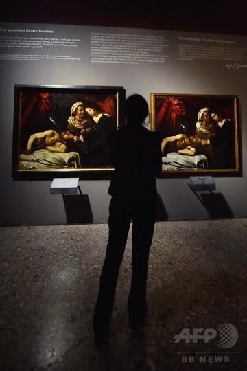 屋根裏で発見の「カラバッジョ絵画」、同画家の作品とともに展示