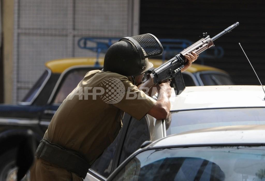 かつらで身長かさ上げ、どうしても警官になりたかった男 インド