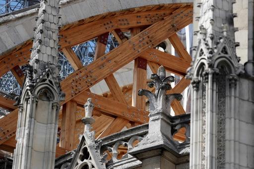 火災後の修復待つ仏ノートルダム大聖堂で作業再開、鉛汚染で中断