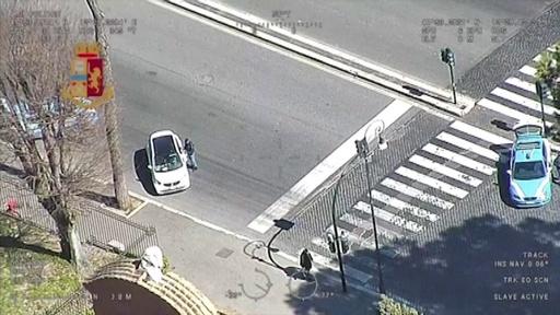 動画:伊警察、ヘリでの監視強化 新型コロナ対策で