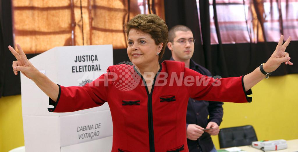 ブラジル、初の女性大統領誕生へ 与党ルセフ氏当選