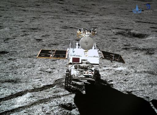 中国の月面探査車「玉兔2号」が目覚める、作業を再開