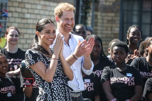 ヘンリー王子一家、初の公式外遊 南アを訪問