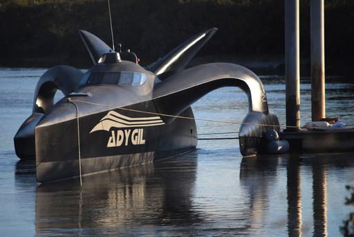 シー・シェパード、日本の調査捕鯨に「未来型抗議船」で対抗
