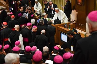 バチカン初、性的虐待対策会議 ローマ法王「具体的措置を」
