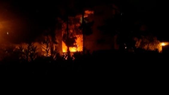 動画:ガザ地区から発射のロケット弾が建物直撃、直後の映像 イスラエル