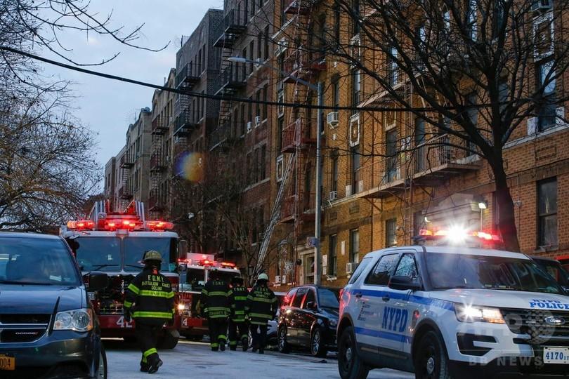 NYでアパート火災、12人死亡 原因は子供の火遊び