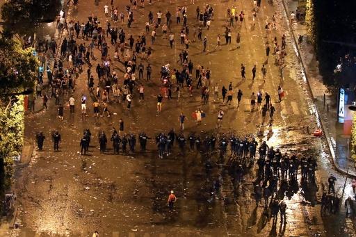 W杯勝利に沸くフランス、各地で衝突や事故相次ぐ 死者・重傷者も