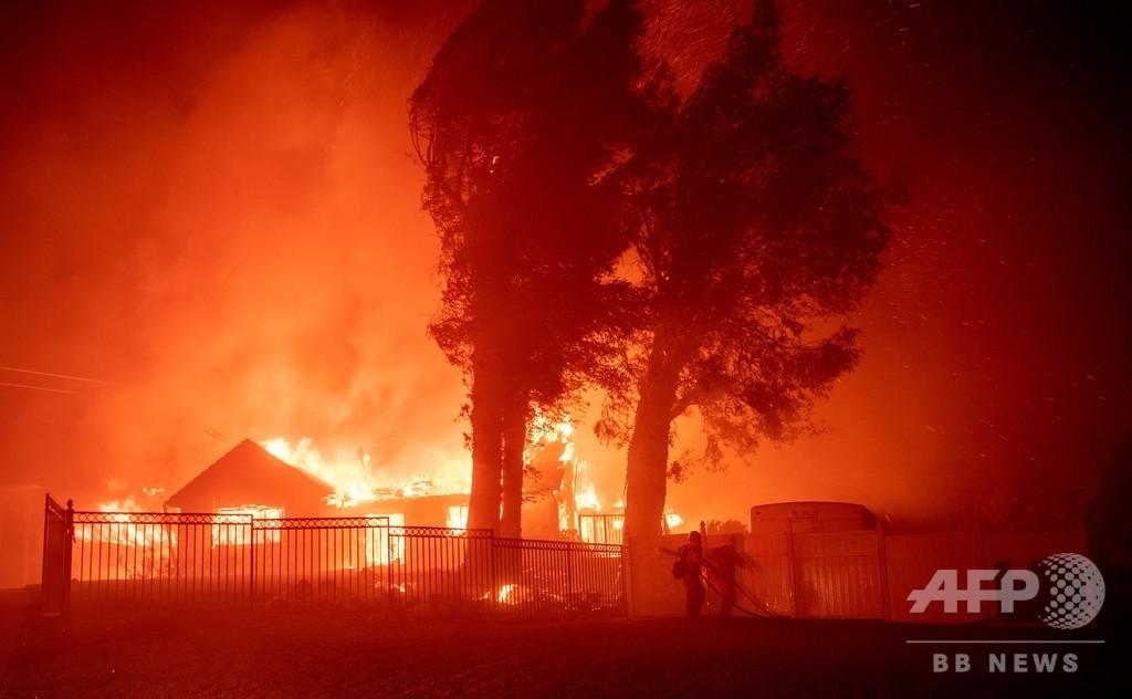 米大統領、カリフォルニア山火事への援助控えると警告 知事の批判受け