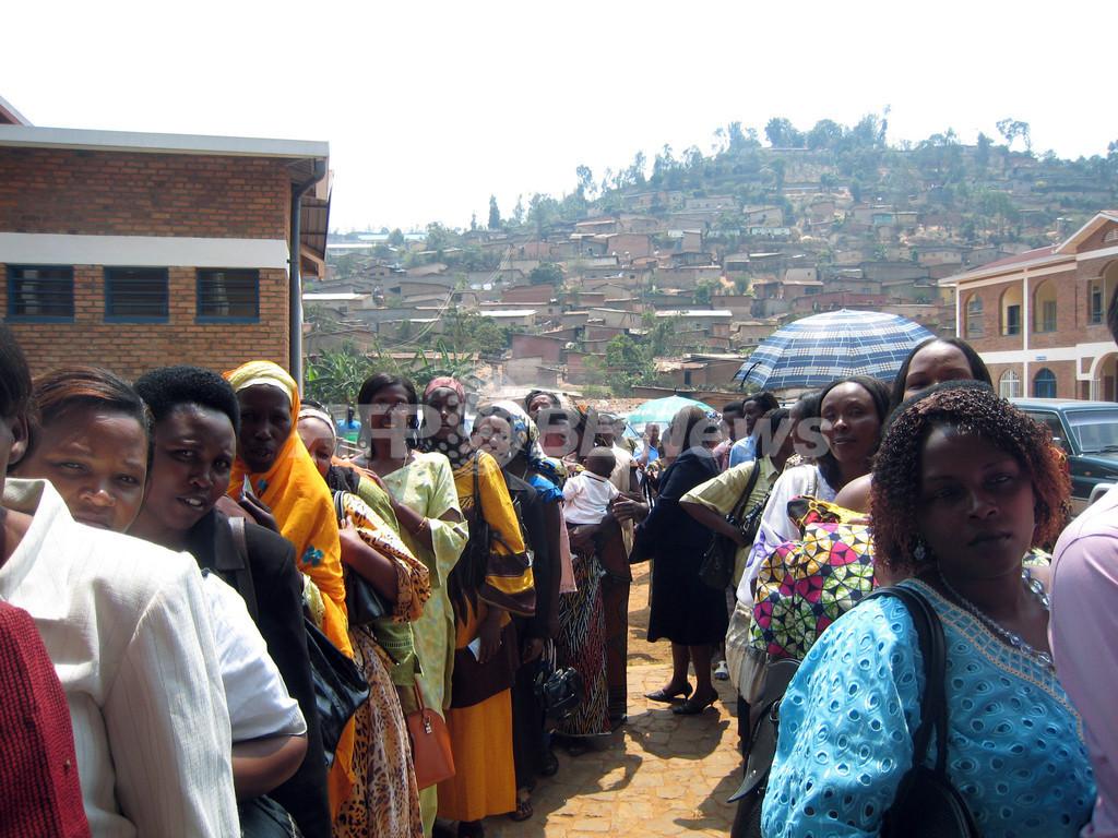 ルワンダ下院議会選挙、「大虐殺」後を支える女性たち