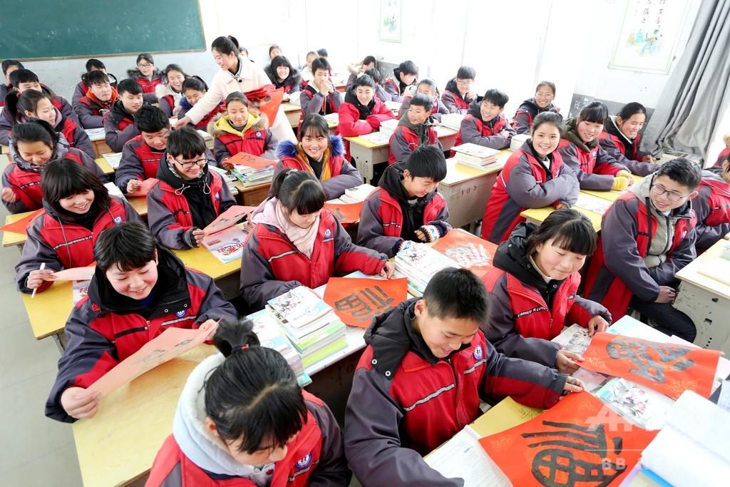 学校の「スマート」制服、便利さ以外にも注意が必要 中国の一部地方に導入