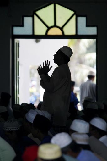 マレーシア、イスラム法違反の女性同性愛で初のむち打ち刑実施