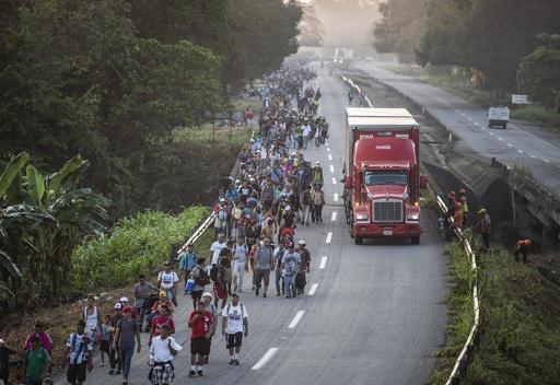 メキシコ国境に米軍約800人派遣へ、移民キャラバン「止める」とトランプ氏