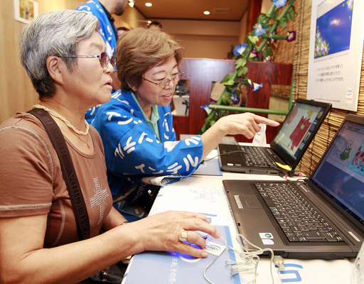 ネットにハマるハイテクおばあちゃん増加中