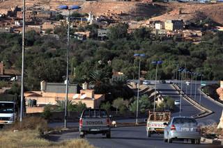 リビア、人身売買組織に拘束されていた移民100人以上が脱出