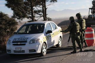 タクシーのボンネットに5人の頭部、麻薬組織が関与の可能性 メキシコ