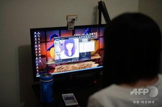 狂言強盗を通報したら詐欺もばれた 中国で人気、ライブ配信女性に貢いだ果て