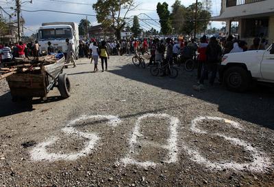支援活動中の2人が銃撃受け重傷、ハイチ
