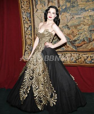 バーレスクの女王ディータ・ヴォン・ティース、ファッションアイコンとしても活躍
