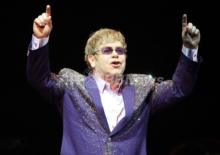 エルトン・ジョン、ニースで歌声...