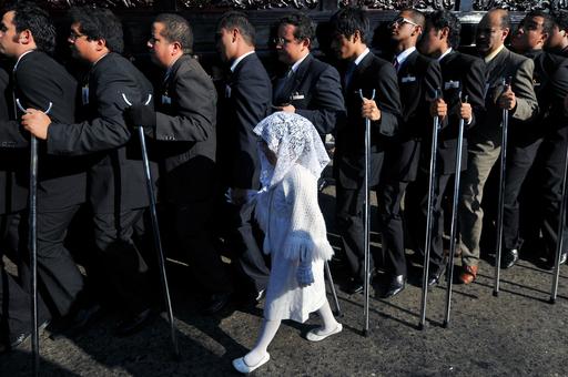 クリスマスシーズンの幕開け、グアテマラで無原罪マリア行列