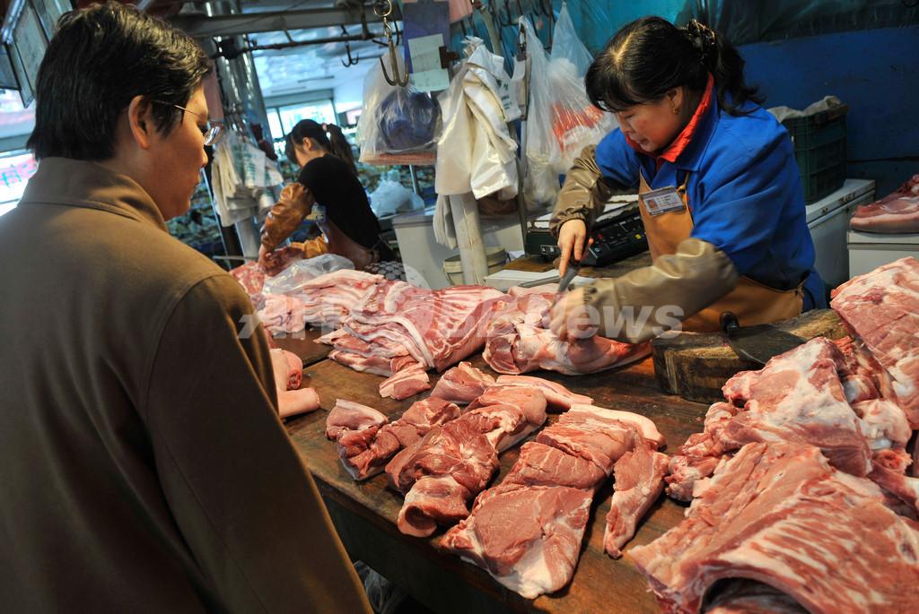 違法添加物入り豚肉食べた70人が食中毒、中国
